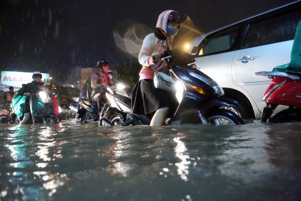 Cách Bảo Vệ Động Cơ Xe Khi Đi Qua Những Cung Đường Ngập Nước